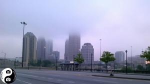 Utsikt fra Atlantic Station mot down town Atlanta på en tåkete dag
